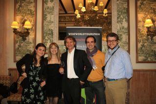 Aquí me teneis con los amigos de Destino CyL, Lola Hérnandez y David Vázquez, Beatriz de Pablo de wineworldtourspain y el maestro Julio Mazziotti