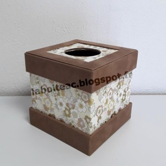Boite à mouchoirs carrée à onglets dépassants 1-Danielle L