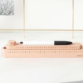 linear-calendrier-bureau-bois