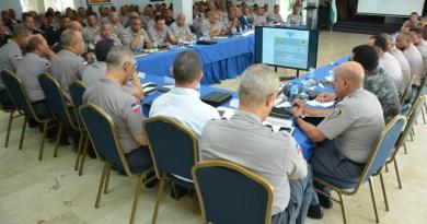 Alto mando de la Policía Nacional pasa revista a las medidas y servicios policiales