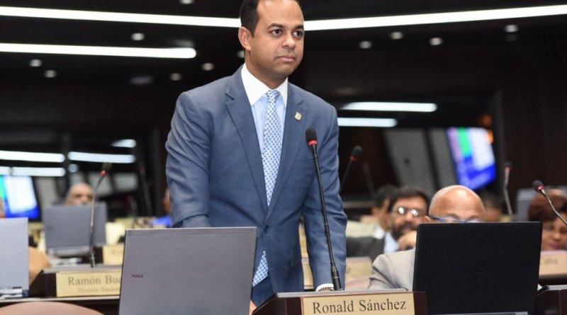 Sánchez: no firmé interpelación contra procurador porque no estaba en el Congreso