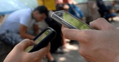 Los cubanos podrán al fin navegar en info superhighway con sus celulares