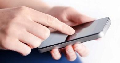 Consumidores revisan su teléfono unas 40 veces al día