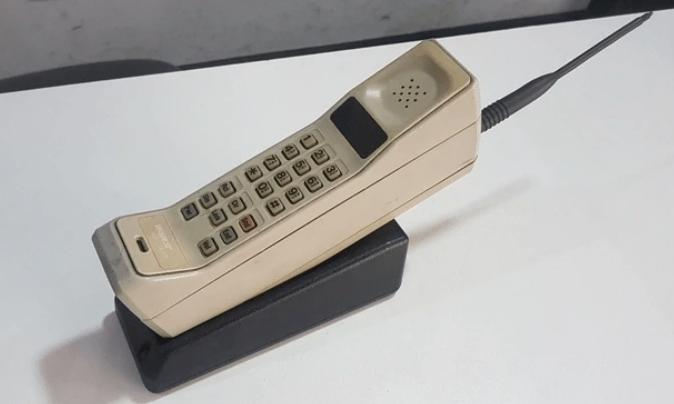 Hace 46 años se hizo la primera llamada por teléfono celular con un aparato que pesaba un kilo