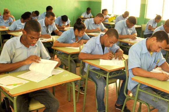Estudiantes de español de tanda única obtienen mejor calificación que los de tanda extendida