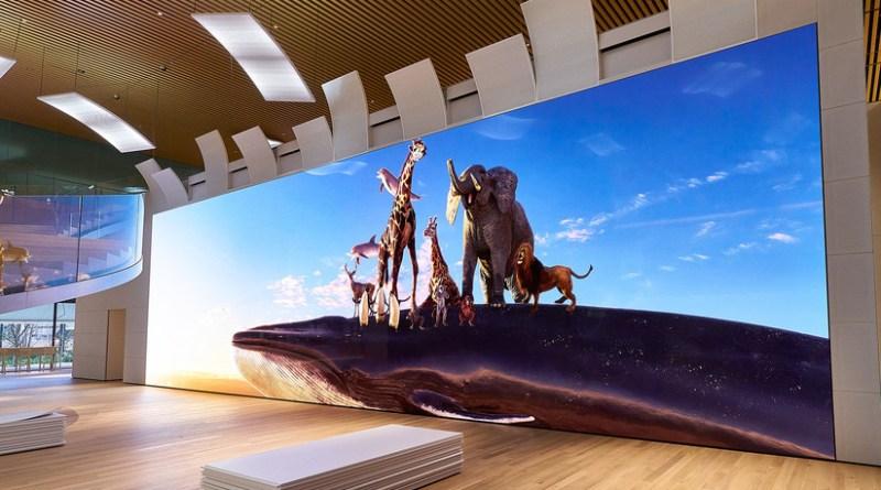 Sony presenta un televisor con resolución 16K que es más grande que un autobús