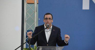 Andrés Navarro propone pacto para poner fin al conflicto interno del PLD; pide respetar a Danilo y Leonel