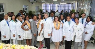 Clinic Marcelino Vélez gradúa especialistas en medicina acquainted y comunitaria