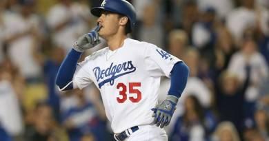 Bellinger roba un jonrón y luego dispara otro en triunfo de Dodgers