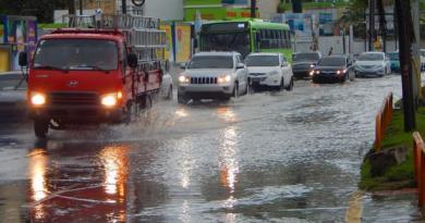 Meteorología informa los aguaceros continuarán este lunes debido a una onda tropical