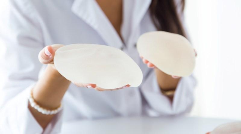 Suspenden la venta de algunos implantes de pecho en EE. UU.
