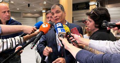 Correa pide a Moreno elecciones, en las que se presentaría como candidato