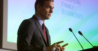 Sánchez promete ante empresarios que España volverá pronto a la estabilidad