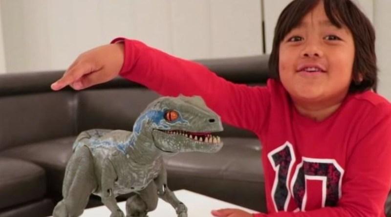 """Ryan ToysReview: el niño de 8 años que se convirtió en el """"youtuber"""" mejor pagado del mundo (con US$22 millones)"""