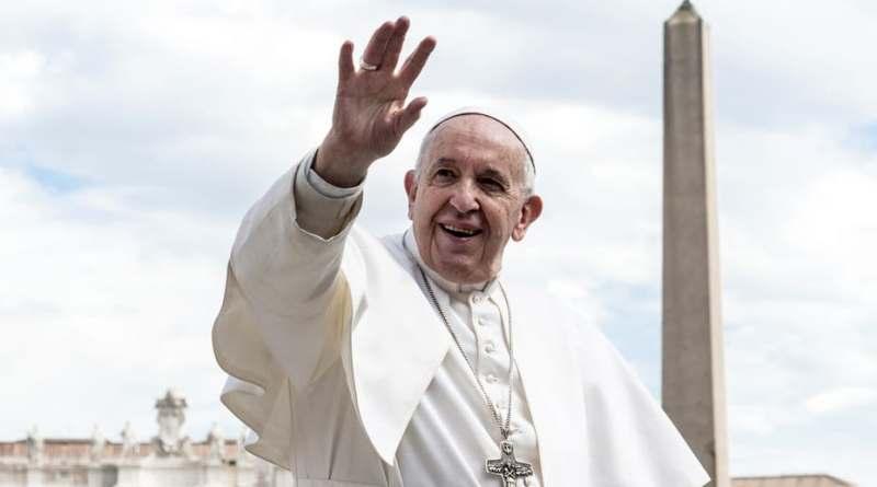 """El papa denuncia el """"intolerable"""" bombardeo del centro de inmigrantes libio"""