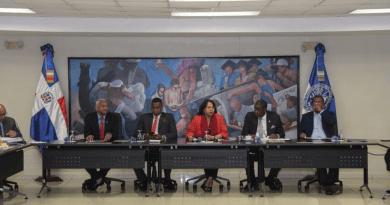 """UASD despide profesor de derecho hacía """"propuestas indebidas"""" a las alumnas"""