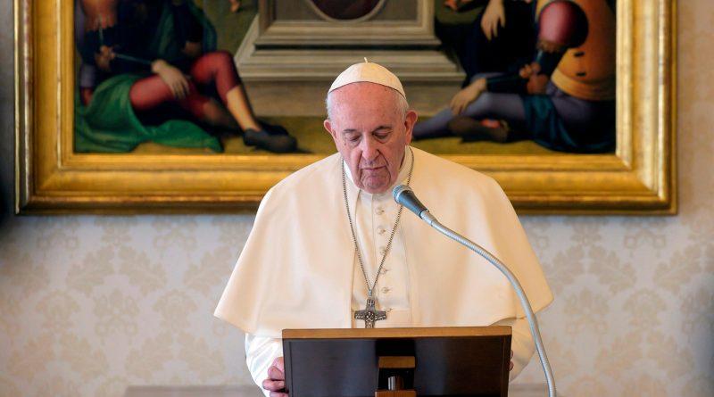 """El papa afirma que estar al lado de los pobres """"no es ser comunista"""""""