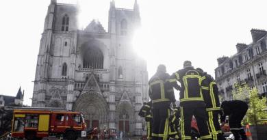 Incendio en la catedral de Nantes, una de las iglesias góticas más grandes de Francia