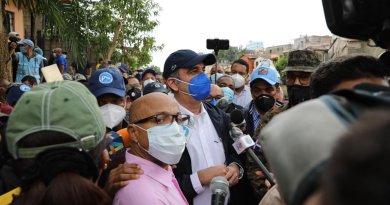 Abinader se reúne con Comité Nacional de Emergencia; sobrevolará territorio nacional este lunes