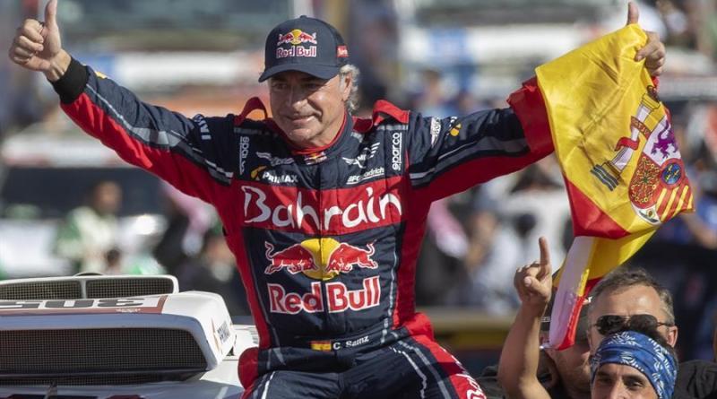 Carlos Sainz, ganador de la Baja Hail-2 tras una penalización al Al-Attiyah