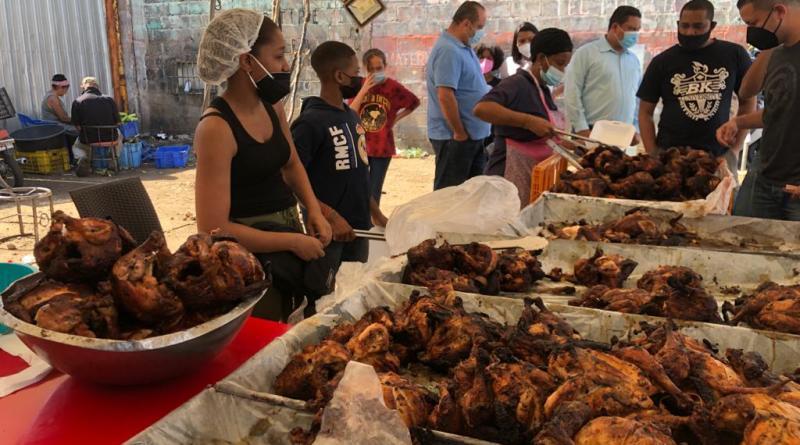 Compra y venta de pollo horneado está «lenta» y la unidad ronda los RD$400