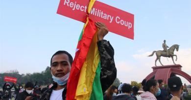 Birmania impone la ley marcial en varias ciudades ante crecientes protestas