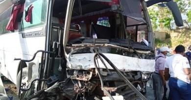 Accidente en Baní deja al menos tres muertos