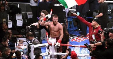 """El """"Canelo"""" Álvarez encabeza peleas de mexicanos por títulos mundiales"""