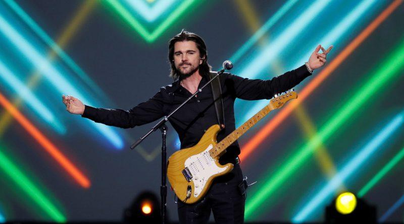 """Juanes estrena adaptación en español de """"Dancing in the dark"""" de Springsteen"""
