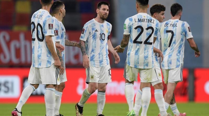 Argentina empata con Chile y sigue como escolta de Brasil