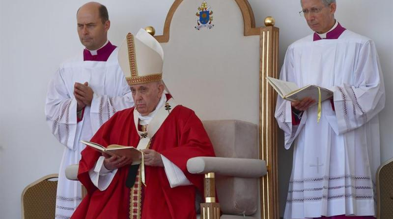 El papa: No reduzcamos la cruz a un símbolo político