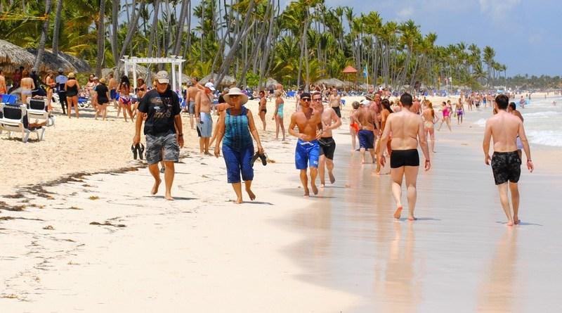 Turismo aclara sí pedirá tarjeta de vacunación anticovid-19 a turistas que ingresen a centros comerciales y nocturnos