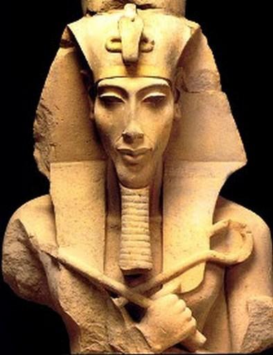 Questa immagine ha l'attributo alt vuoto; il nome del file è Akhenatoncrowned1.jpg