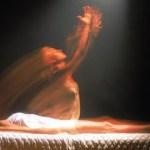 L'abbraccio artificiale e la mistificazione dell'anima