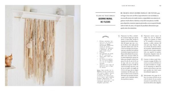 interior del libro en el telar