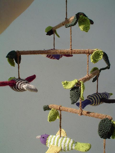 Móvil carrusel pájaros tejido punto knitting