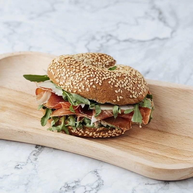 Sandwich Covrig Integral cu Prosciutto Crudo