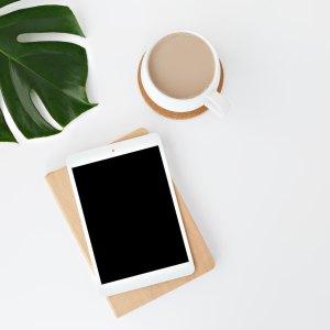 tablette avec cafe