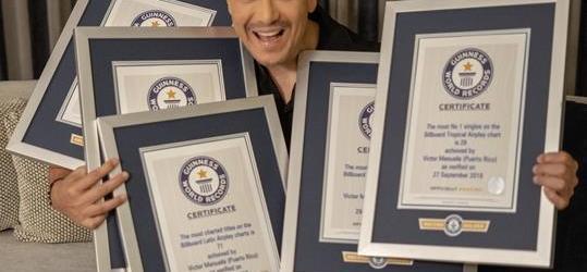 Víctor Manuelle logra Récord Guinness por número de éxitos en lista Billboard Latin Airplay