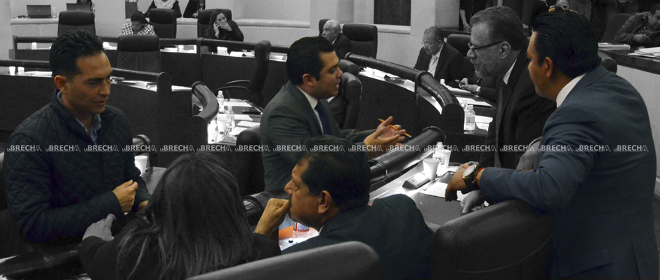 Piden licencia los diputados Enrique Flores, Oscar Bautista y J. Guadalupe Torres