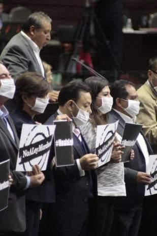 Perredistas protestan en San Lazaro 3