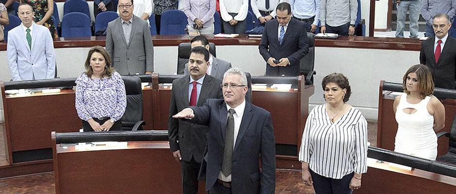 "Rinde Protesta Jorge Ovidio Robledo Gómez, pero es ""Vigilante Amigo"" del Gobernador, Dice Diputado panista"