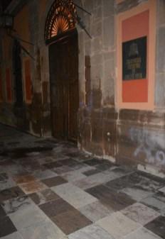 Protesta de mujeres-grafitean fachada UASLP-3