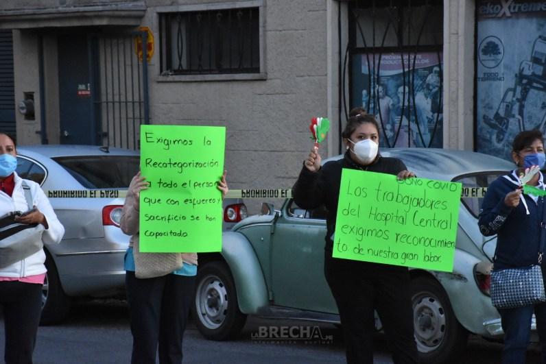 manifestación trabajadores del Hospital Central-.jpg