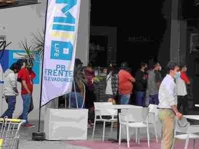 Filas para ingresar a Best Buy San Luis Potosí
