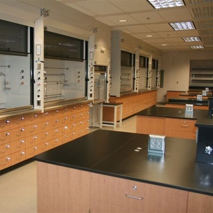 How Medical, Testing, and Other Labs Get Help to Find the Right Lab Equipment and Furniture