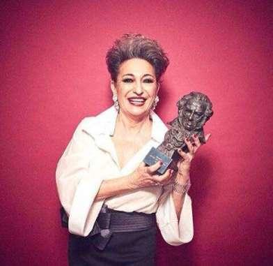 Luisa Gavasa con el Premio Goya por su papel en La novia
