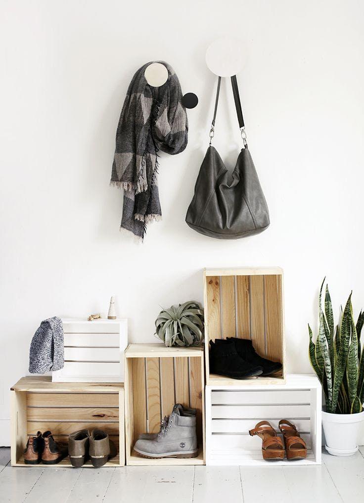 3 - 7 ideas DIY modenas y minimalistas - Zapateros con cajas de madera