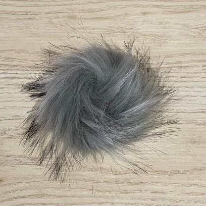 pompon fourrure synthétique gris pale