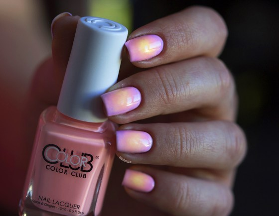 color club pastel neon gradient_9